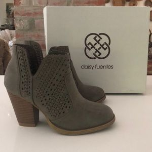 Daisy Fuentes Wales Booties